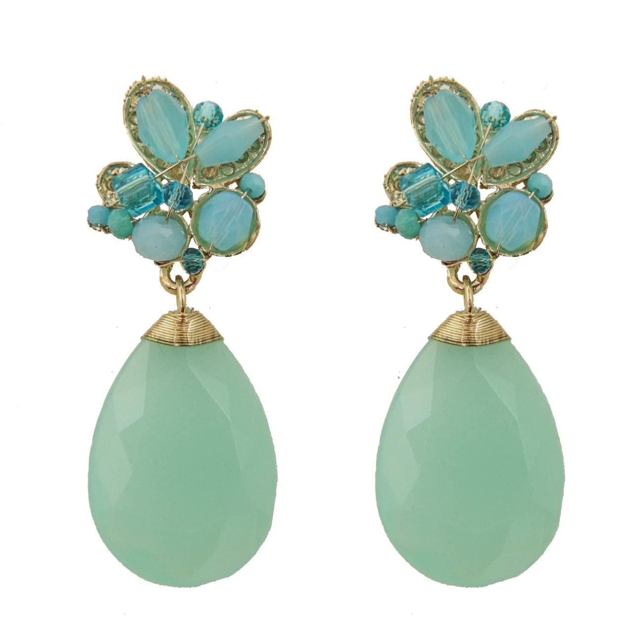 Brinco bordado com cristais azul turquesa e resina azul turquesa folheado em ouro 18k - B3A0002