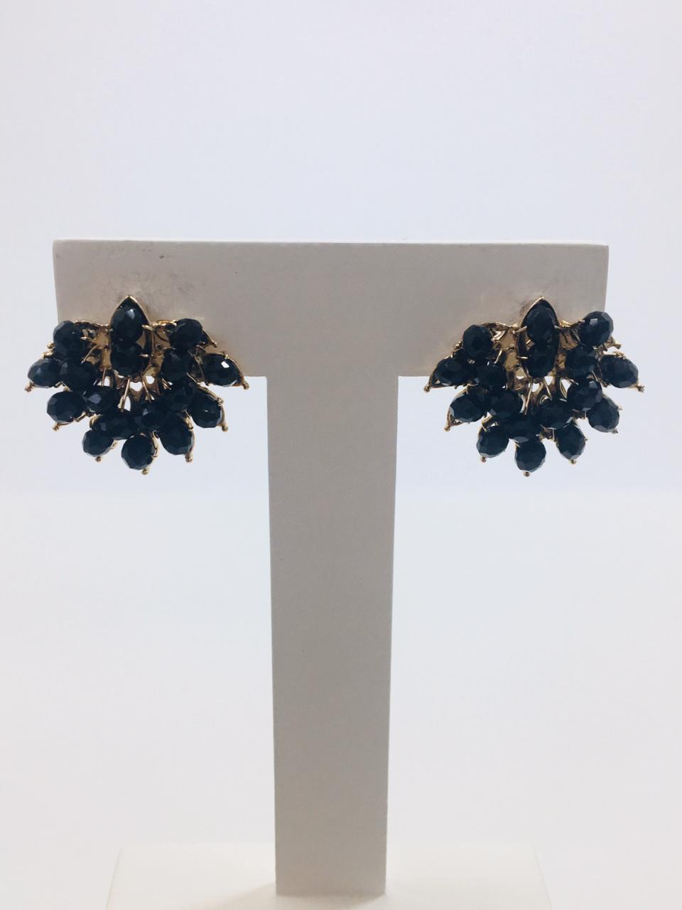 Brinco bordado com cristais preto folheado em ouro 18k - B3P0001