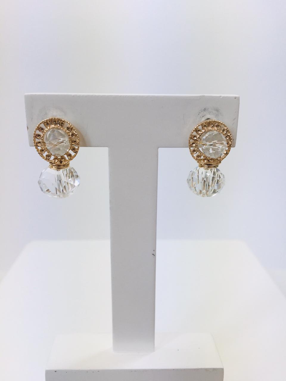 Brinco bordado com cristais transparente folheado em ouro 18k - B3T0012