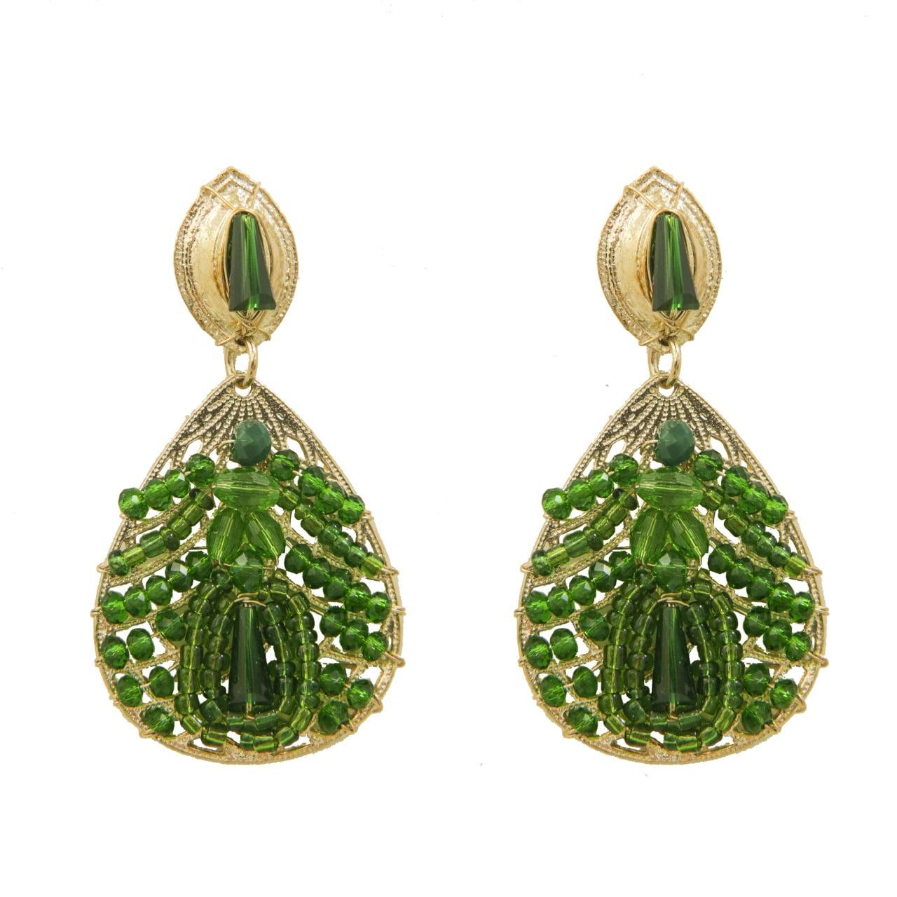 Brinco bordado com cristais verde e contas de vidro verde folheado em ouro 18k - B3VD0006