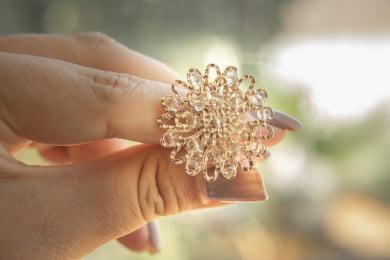Anel bordado com cristais nude folheado em ouro 18k - A3MN0003