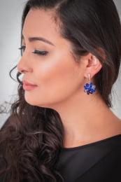 Brinco bordado com cristais azul e muranos azul folheado em ouro 18k - B3A0008