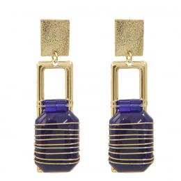 Brinco bordado com cristais azul royal  e resina azul royal  folheado em ouro 18k - B3A0012