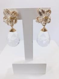 Brinco bordado com cristais transparente e resina gota transparente folheado em ouro 18k - B3T0010